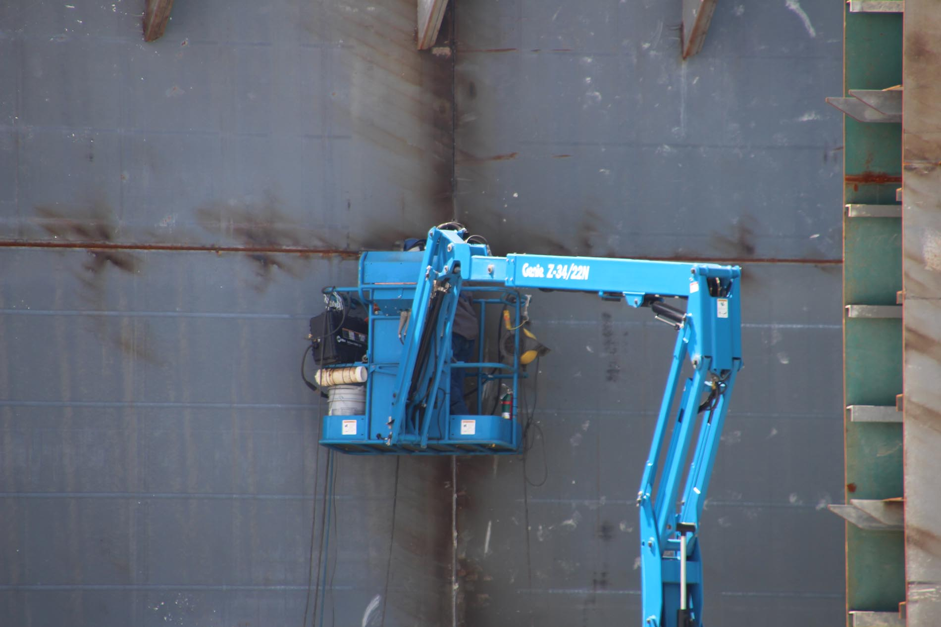 Blue crane welding