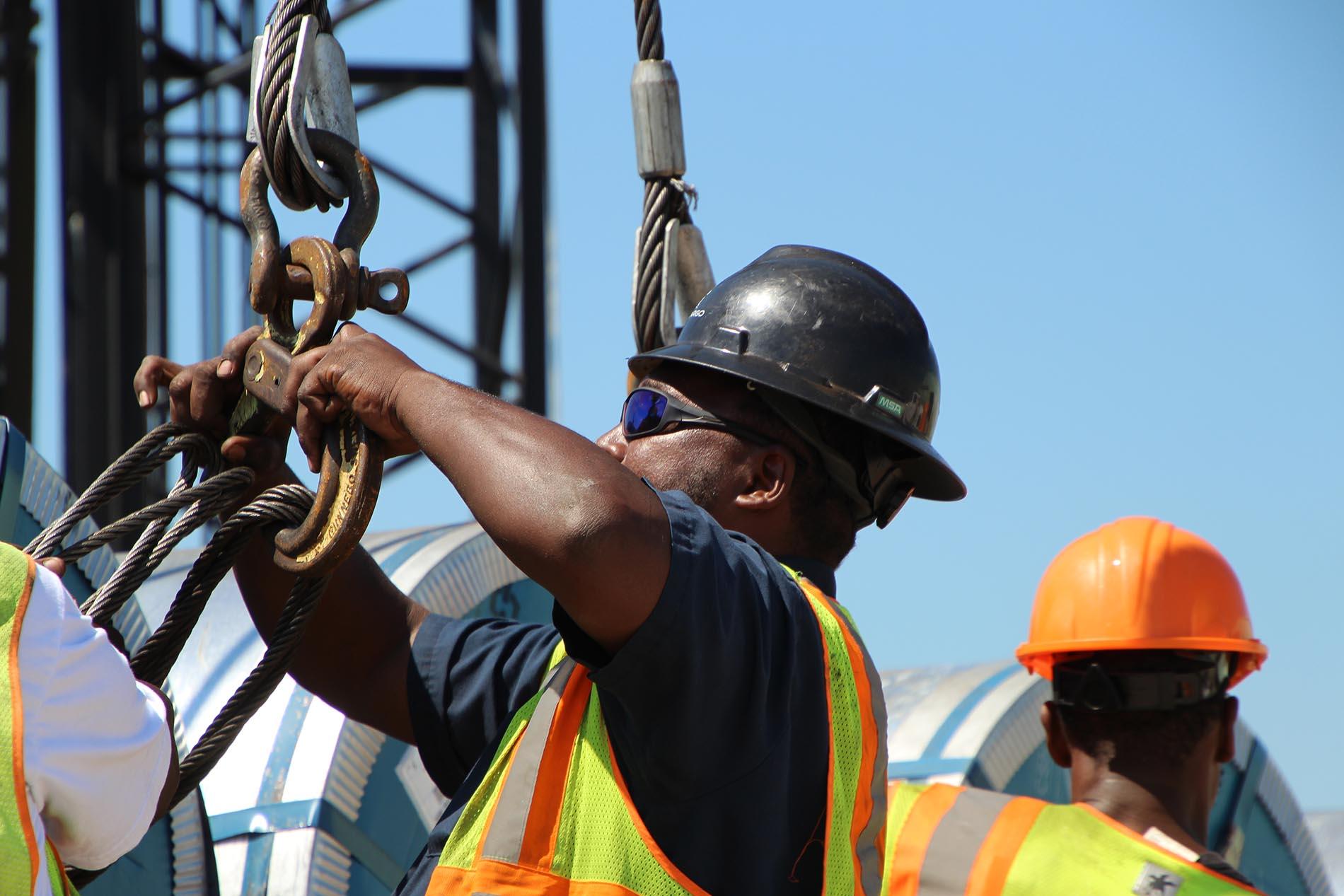 Men rigging